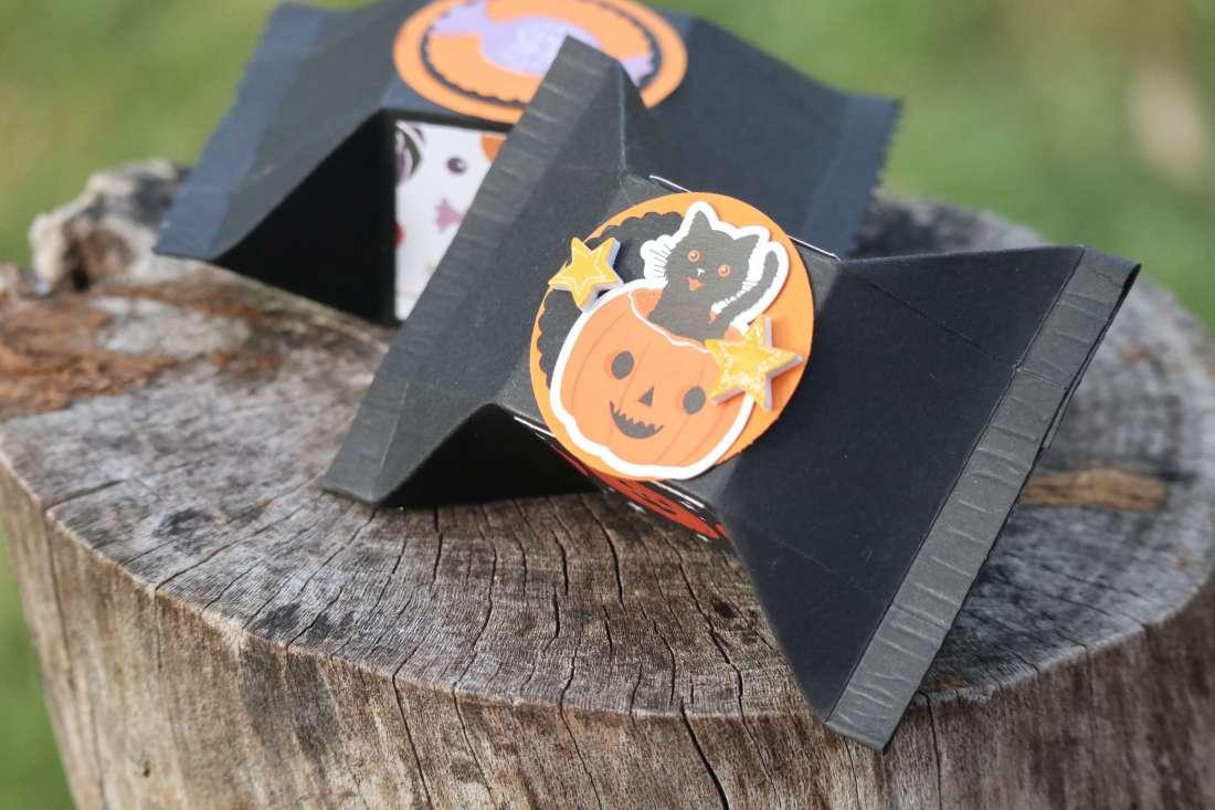 Tutorial: Verpackung Bonbonverpackung Candy Wrapper Box für Halloween Echo Park Paper Pad Sticker